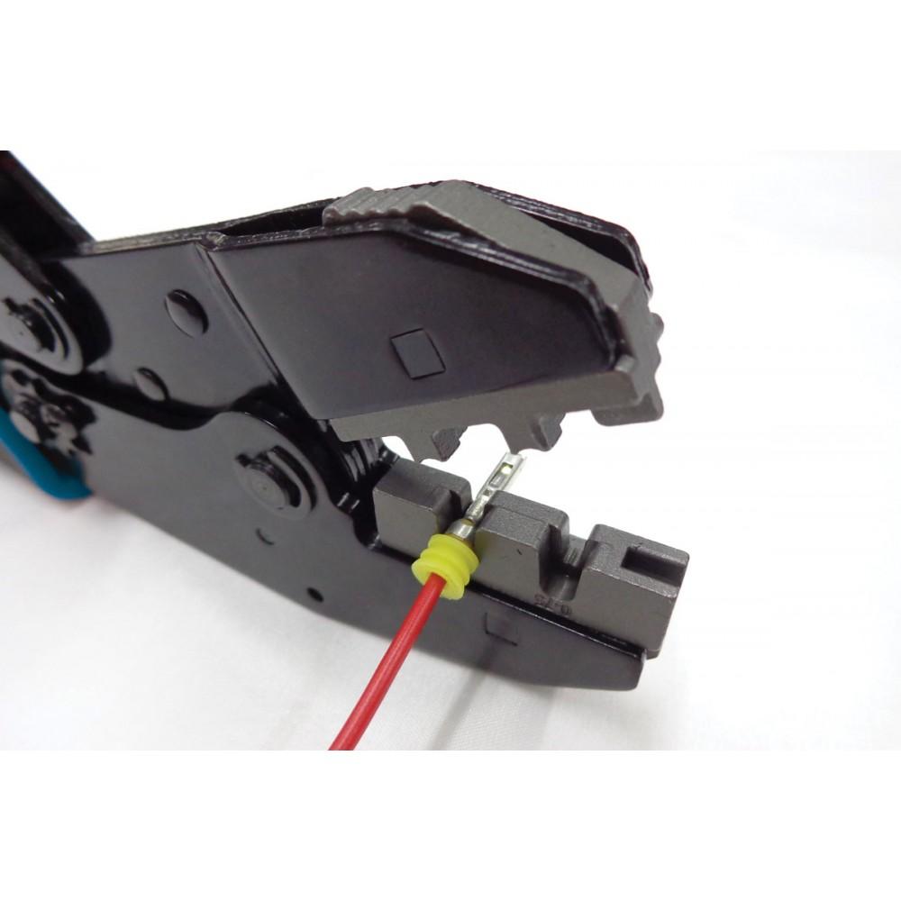 Szczypce do konektorów samochodowych